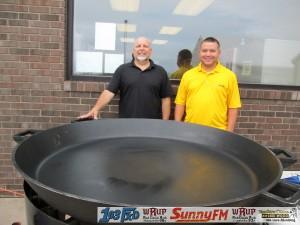 Tadychs Econo Foods Customer Appreciation Breakfast UPs Biggest Frying Pan Crystal Farms Marquette Michigan Great Lakes Radio - 008