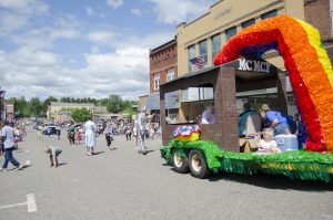 THE MCMC Rainbow float was great with the Wizard of Oz Characters too!