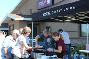 Negaunee Honor members enjoy a picnic lunch!