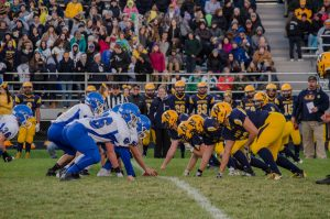 2016-ishpeming-hematites-negaunee-miners-varsity-football-lining-up-for-a-play-10/07/16